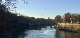 Walking along the Arno, Rome
